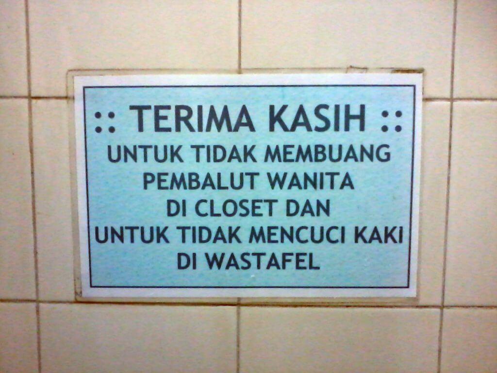Tulisan peringatan larangan mencuci kaki di wastafel di RSU Cibabat, Kota Cimahi